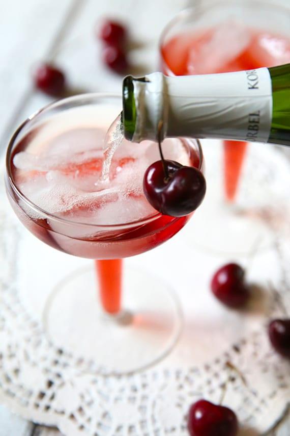leckere Cocktail Rezept mit Kirschsaft und Champagner