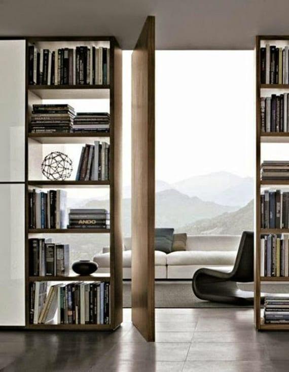 schickes interieur design und moderne einrichtung einer wohnung mit panoramabild und durchsichtiger trennwand aus holzregalen mit ruckseite aus glas