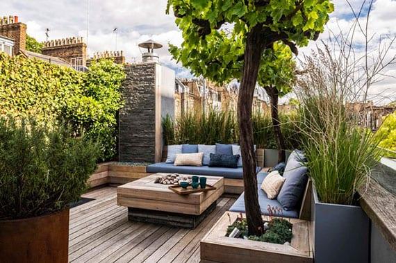 idee für rooftop terrasse begrünung mit Weinreiben und Reitgras in Hoochbeeten sowie mit Efeu für grüne wandgestaltung gegenüber dem sitzecke
