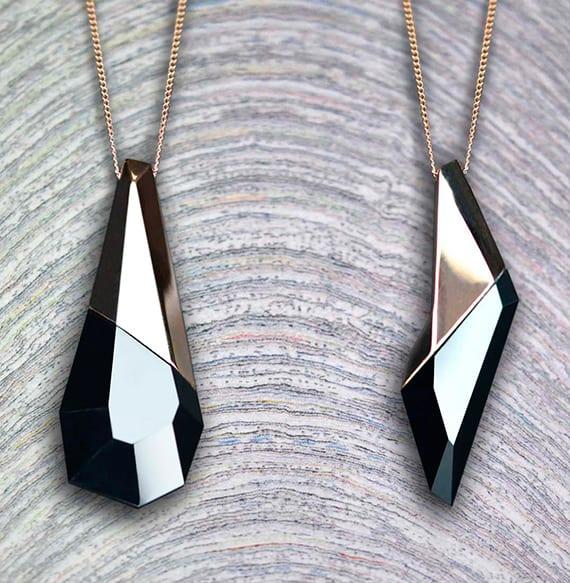 elegante halskette mit onyx-anhänger als originelle geschenkidee für frauen