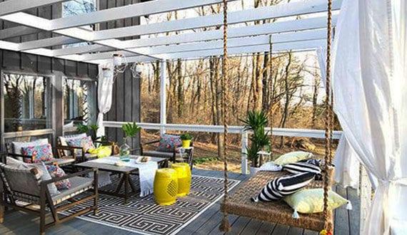 attraktive gestaltungsidee f r veranda mit holzpergola wei und diy schaukel freshouse. Black Bedroom Furniture Sets. Home Design Ideas