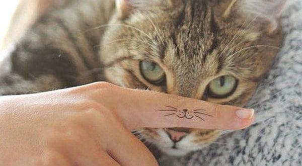 Kleine Tattoo Motive als dezenter Körperschmuck