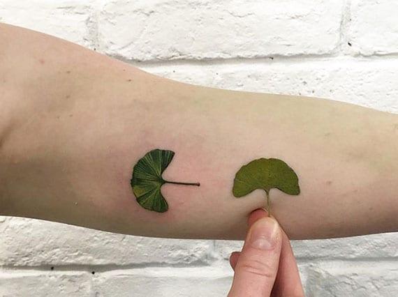 coole tattoo motive natur als idee für kleine farbige handtattoos