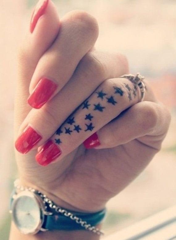 stern tattoo motive für coole und kleine Finger-Tätowierung