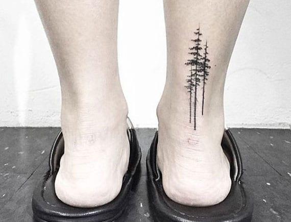 coole bein tattoo idee für mönner mit bäumen