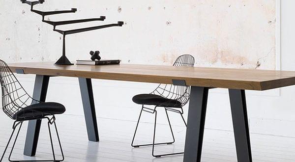 Moderne holländische Designermöbel im eleganten Stahl-Holzdesign