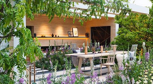 Behagliche Sitzecken im Garten definieren