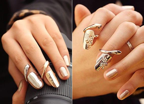 moderne maniküre für kurze nägel mit nagellack gold und nagelringen