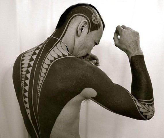 japanisches blackout rücken-tattoo mann