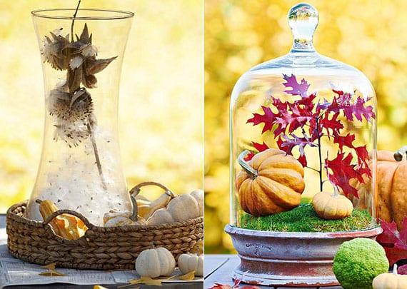 tolle herbstdeko tisch mit kleinen Zierkürbissen, Herbstblättern und seidenpflanze in glasvase