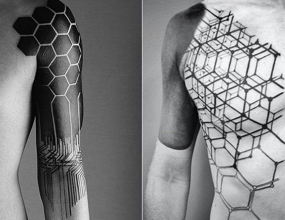 geometrische schwarze tattoos mit Bienenwaben-Muster als ärmel blackout tattoo idee