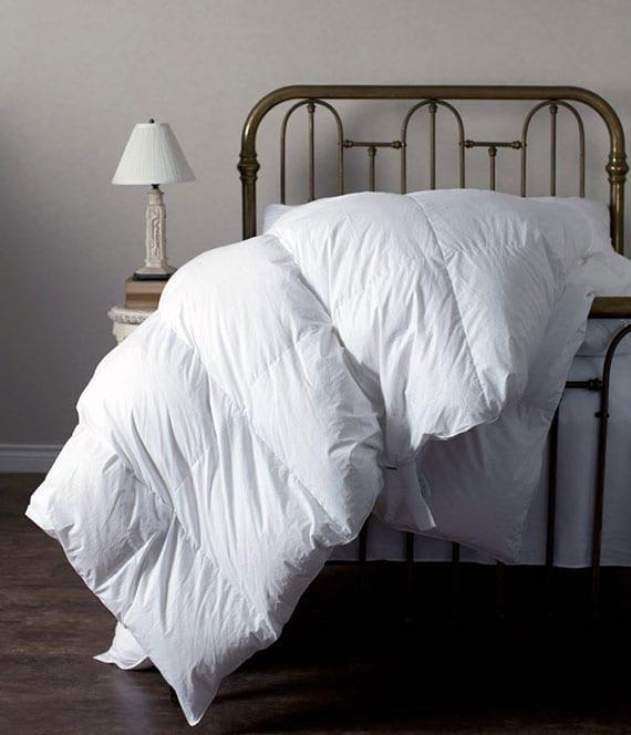 schlafzimmer gemütlich und warm einrichten mit einem federbett oder daunenbett