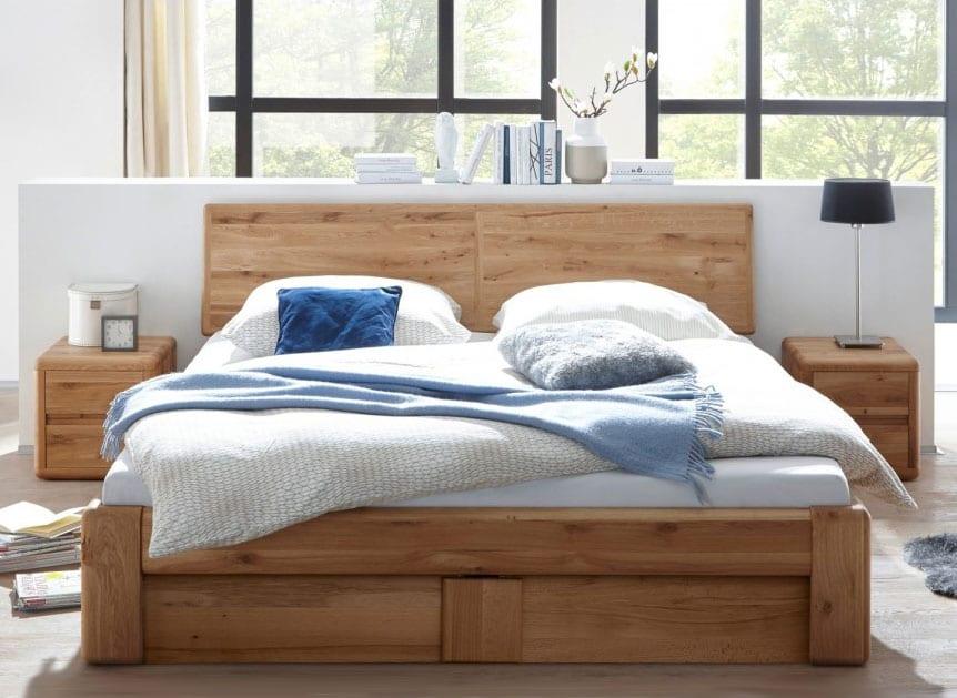 formschöne betten aus massivholz für optimales raumklima und wohnliche atmosphäre im schlafzimmer