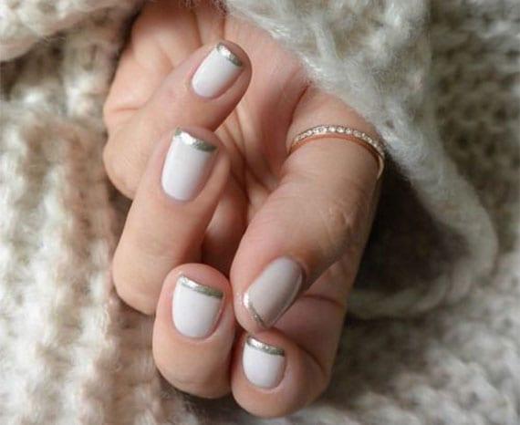 weiße nägel mit silbernen nagelspitzen als elegante und passende maniküre für winter