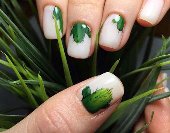 kurze weisse nägel mit grünem kakteen gestalten für eine fröhliche sommer maniküre