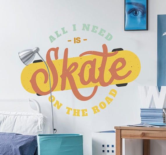weiße wände originell und farbig gestalten mit kreativen sport-wandtattoos als tolle idee für kinderzimmergestaltung