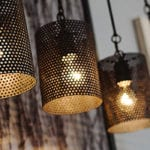 kostengünstige und attraktive raumbeleuchtung durch moderne led lampen als pendelleuchten mit lampenschirmen aus perforiertem metallblech
