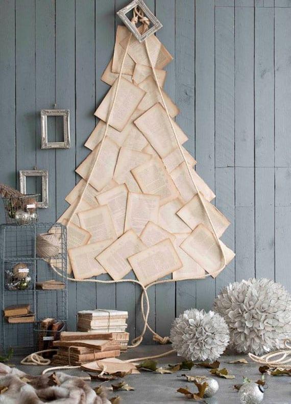 rustikale wandgestaltung zu weihnachten mit diy christbaum aus buchseiten, schnur und vintage-bilderrahmen weiß