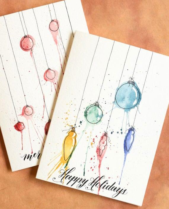 originelle weihnachtskarten basteln und kreativ gestalten mit aquarellfarben und christbaumkucgeln