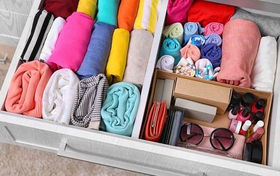 kleiderschrank aufräumen tipps für ordnung und mehr platz im kleiderschrank