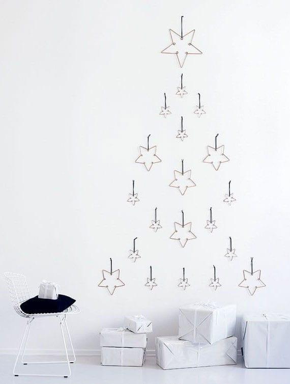 Weihnachtsbaum aus metallsternen für moderne raumdekoration zu weihnachten