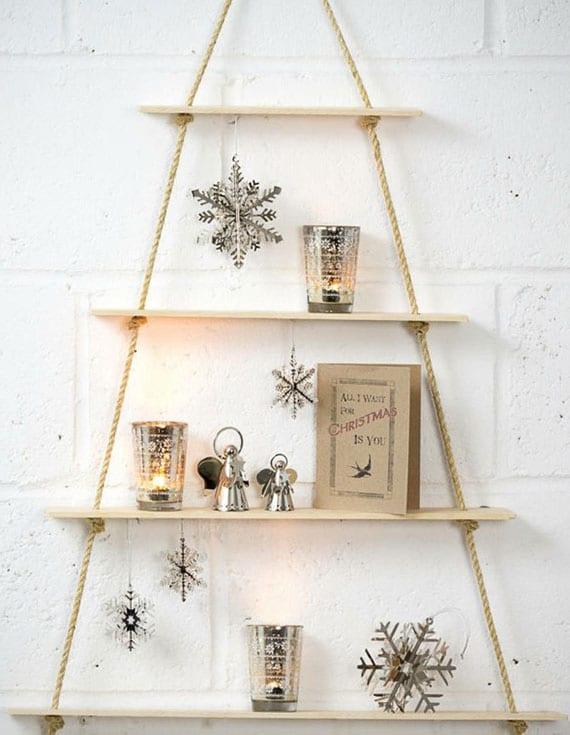 coole bastelidee für DIY Hängeregal aus holz und seil als platzsparende alternative zum weihnachtsbaum