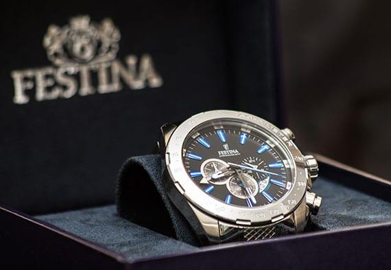 Festina Chronograph im eleganten Uhr-Box als passendes Geschenk für jeden mann