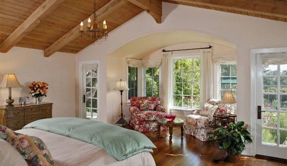 gemütliche-Schlafzimmer-mit-rustikalem-Charme-im-Landhausstil