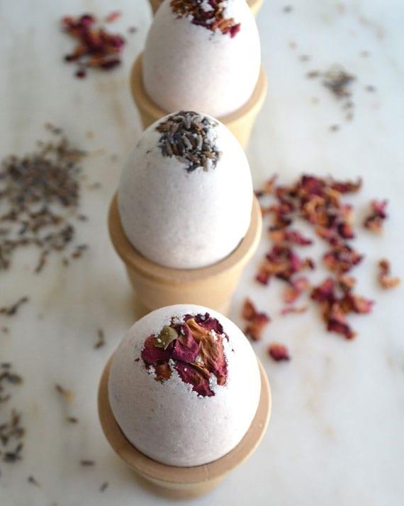 aromatherapie mit osterei-badbomben als kreatives DIY ostergeschenk