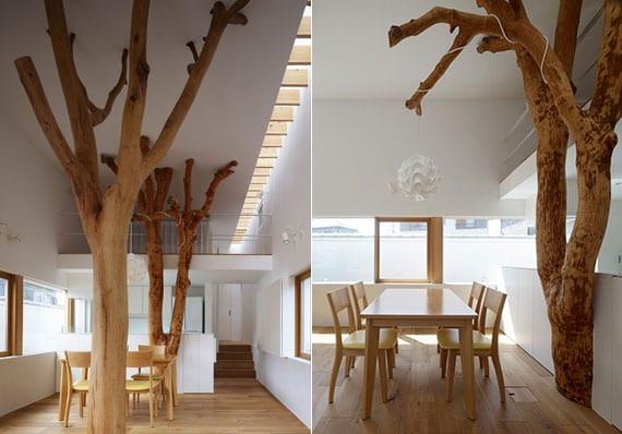kleines haus mit modernem interieur in weiß und holz, fensterband und oberlicht_moderne küche weiß mit holz essgrupper und baum-stützen