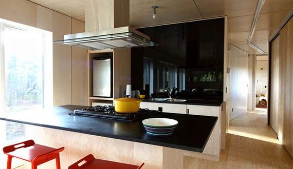 Wand-und-Deckenverkleidung-mit-Paneelen_attraktive,moderne-und-wohnliche-Raumgestaltung-mit-Holzverkleidung