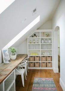 kleine-Wohnungen-mit-Multifunktionsräumen-und-optimaler-Raumnutzung-unter-Dachschräge