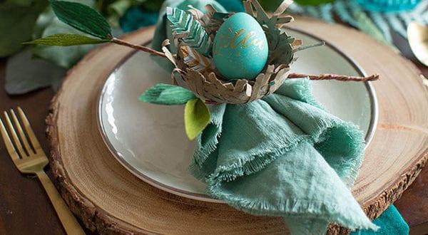 Tisch eindecken zu Ostern: 6 einfache Servietten-Falttechniken für ein fröhliches Osteressen