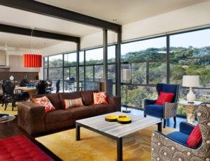 das-Interieur-durch-passende-Kombination-unterschiedlicher-Textilien-und-Farben-erfrischen-und-attraktiv-gestalten