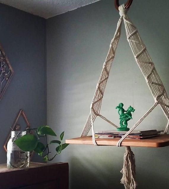 coole wohnideen für attraktive und platzsparende einrichtung mit einzigartigem Makramee-Beistelltisch