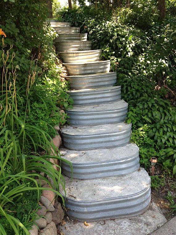 coole garten idee für diy gartentreppe aus beton und ovalen blumenwannen aus zink