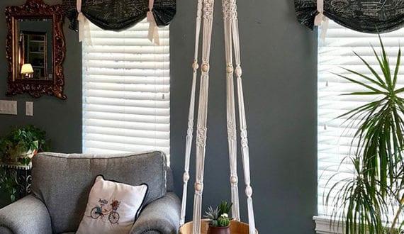 wohnzimmerstilvoll-einrichten-mit-einem-hauch-boho-und-attraktivem-diy-beistelltisch-aus-makramee