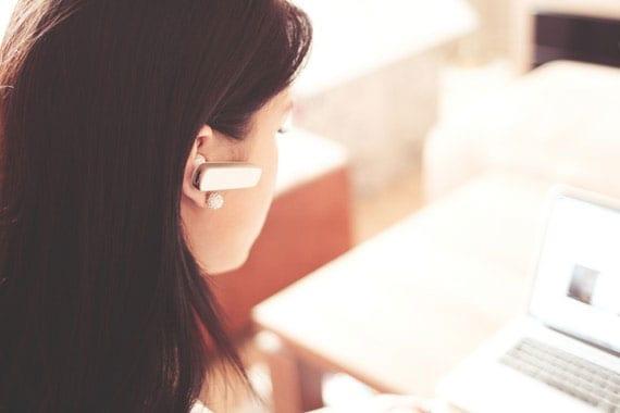 digitale Sprachassistenten im Smart Home abhören und senden Daten über das Internet
