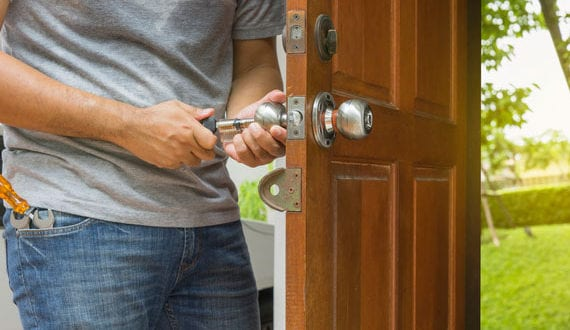Hausschlüssel-verloren_-Aufsperrdienst-anrufen-oder-Tür-ohne-Schlüssel-öffnen