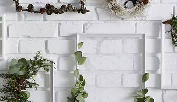 attraktive-diy-wanddeko-idee-mit-weißen-bilderrahmen-und-naturmaterialien