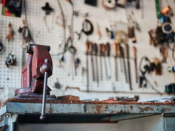 hochwertige Werkzeuge im ortsansässigen Baumarkt findet oder auch im Internet bekommt