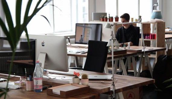 gesundes-Raumklima-in-Büroräumen-sorgt-für-Produktivität-des-Unternehmens