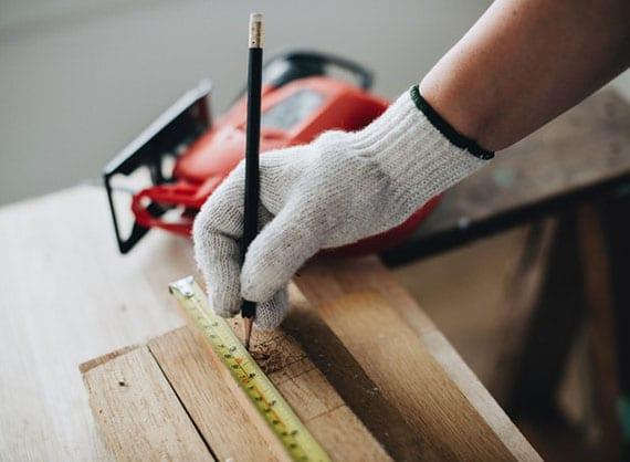 eigene Werkstatt einrichten mit richtigen werkzeugen für jeden haushalt