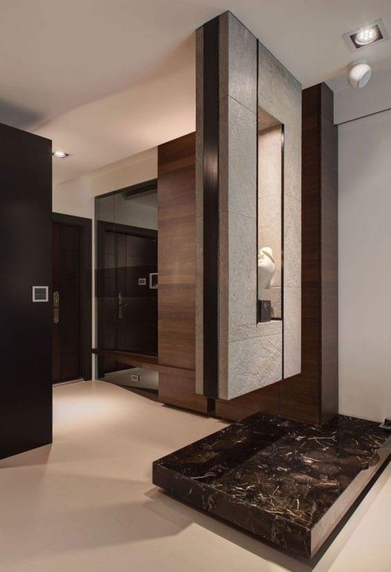 moderne raumgestaltung eingangsbereich mit hängendem regal, natursteinpodest, garderobe mit spiegel und sitzbank aus holz