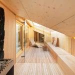 eigene wellnessoase am dachgeschoß mit sauna und relax-zone unter dachschräge mit großem dachfenster