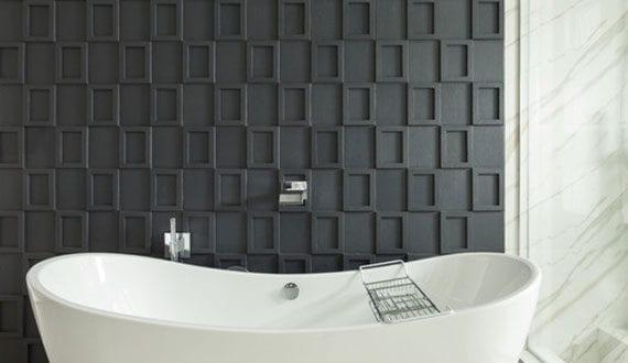 badgestaltung-mit-losen-kieselsteinen-unter-freistehende-badewanne