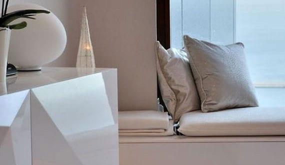 farbakzente-und-lichtakzente-in-raum-setzen-durch-indirekte-beleuchtung-mit-LEDs