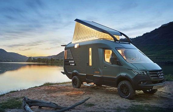 das ultimative reisemobil der zukunft mit solarzellen, separatem schlafbereich, luxus raumbad, moderner wohnmobil-küche und eigener sonnenterrasse
