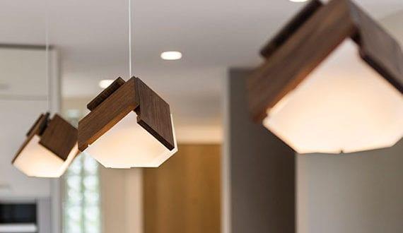 kombination-von-modernem-lampendesign-und-stromsparenden-led-leuchten-mit-hoher-lichtausbeute-für-bessere-raumbeleuchtung