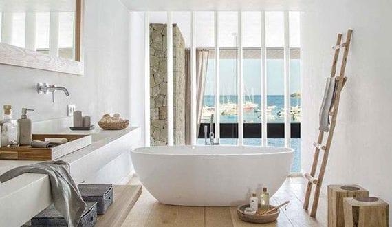 massivholzboden-für-ein-entspanntes-ambiente-im-bad